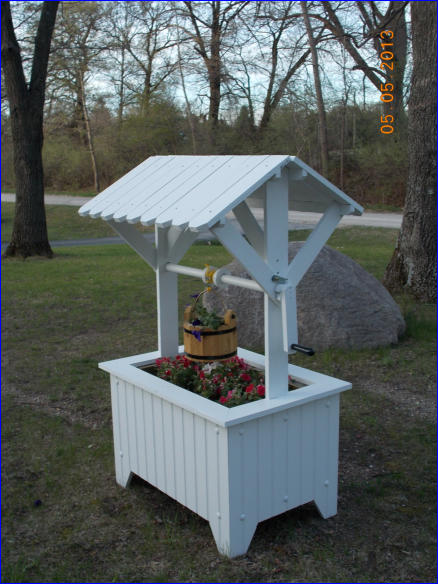 Photo Wishing Well Planter Project